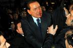 意大利总理贝卢斯科尼遭袭击入院