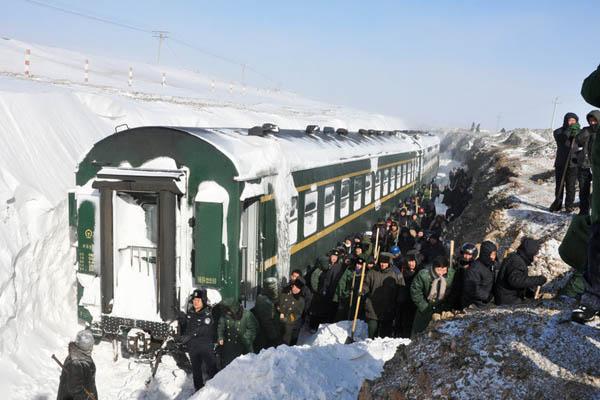 暴雪冰封内蒙列车 被困千人获救