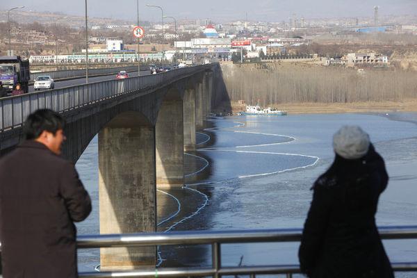 陕西渭南柴油泄漏污染黄河 河南三门峡落闸拦截油污
