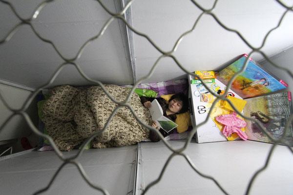 25岁女孩为省钱补贴家用成首个胶囊租客