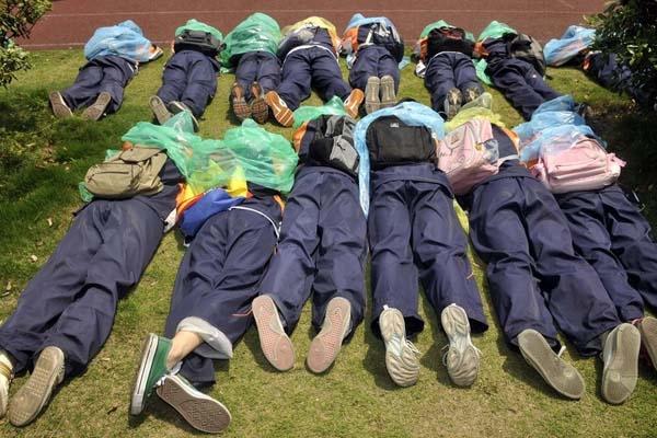 杭州中学生参加防空防灾演习