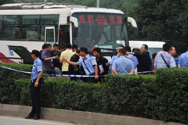 成都发生长途车乘客背包爆炸事件