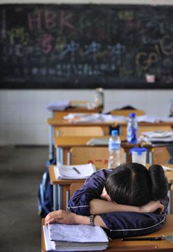 官办发行公司与民营教材公司激战,110万名学生付出代价