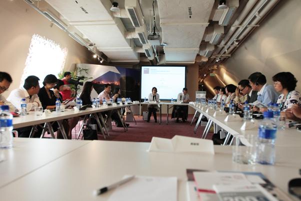 _会议图集:财新圆桌:中英双边贸易结构转型与投资