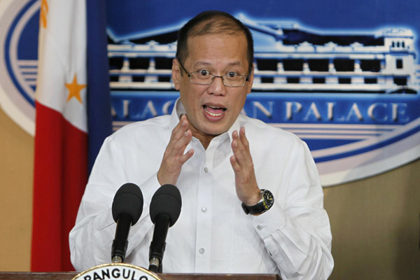 9月20日,菲律宾总统阿基诺三世在当天下午举行的记者会上回答记者提问。 人民图片/Fotomore.cn _菲官方公布香港游客被杀事件原因