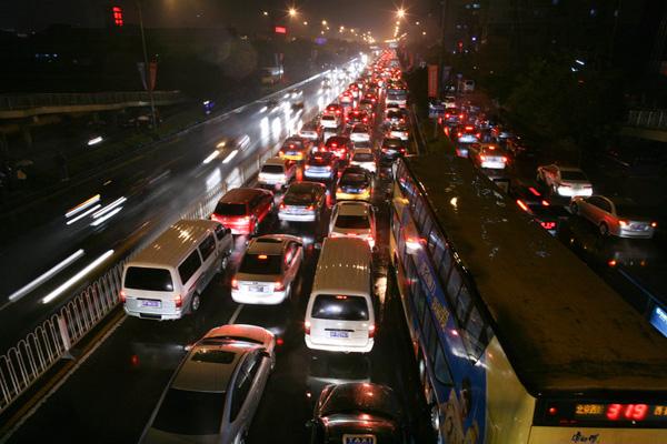 北京堵车高峰_雨天晚高峰 京127条路段堵车