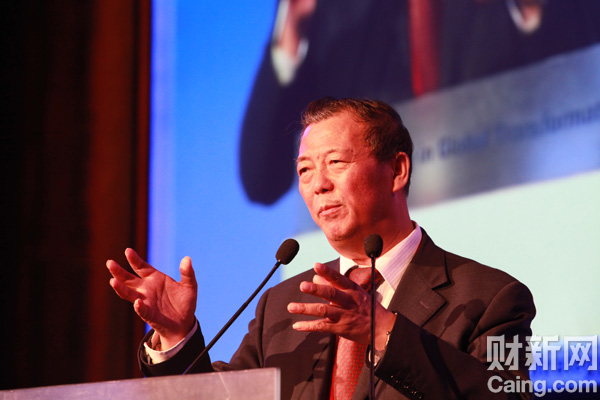 国家统计局总经济师姚景源在财新峰会上表示,中国经济面临战略机遇期,对于推动经济增长转变一定要有忧患意识。 李漠 摄 _议题:世界工厂的未来——增长与转型