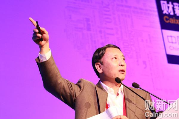 中国社会科学院人口与劳动经济研究所所长蔡昉认为,中国经济进入刘易斯转折点后,制造业的比较优势并不必然丧失,但是会面临一系列的新挑战。 李漠 摄 _议题:世界工厂的未来——增长与转型