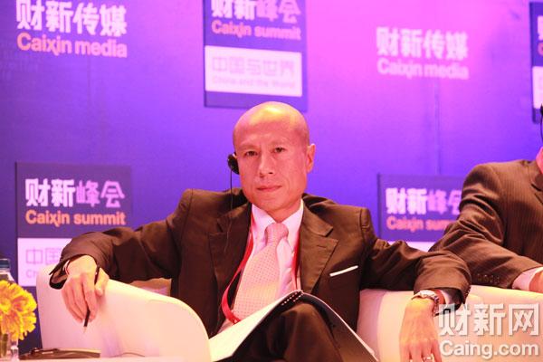 沃尔玛中国公司首席执行官陈耀昌在财新峰会上宣布沃尔玛将在中国帮助200万农民加入农超对接计划。 李漠 摄 _议题:世界工厂的未来——增长与转型
