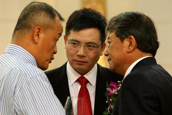 令政策(右)、平安集团董事长马明哲(左)和三山资本的创始人李