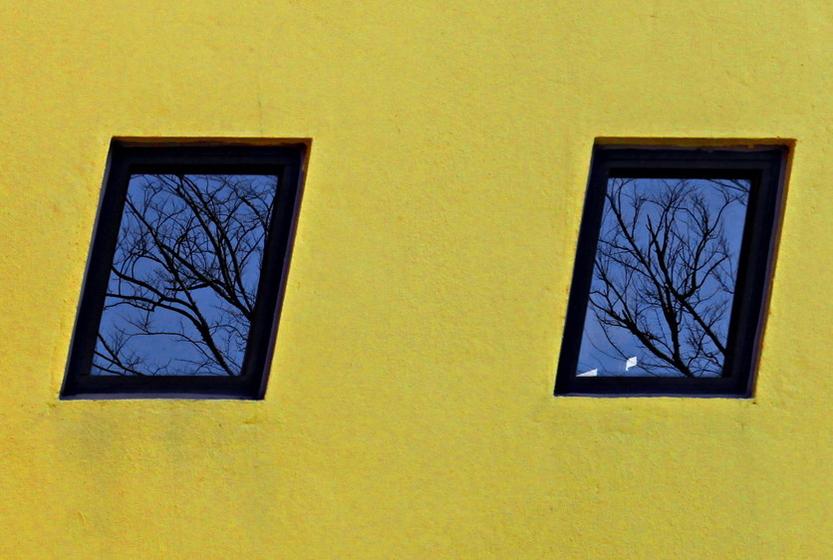 充滿幾何構成的彩色房子