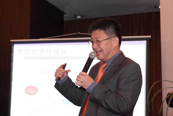邓永恒教授正在举例美国次贷危机_上海讲座