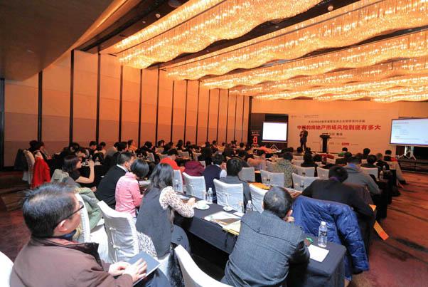 上海讲座基本座无虚席 学生纷纷认真听讲并做笔记_上海讲座