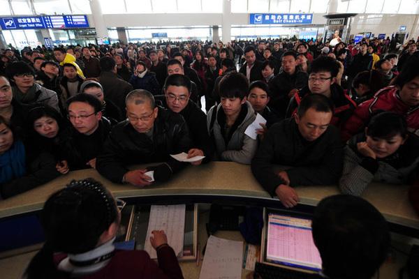 雨雪天气致杭州机场众多航班延误