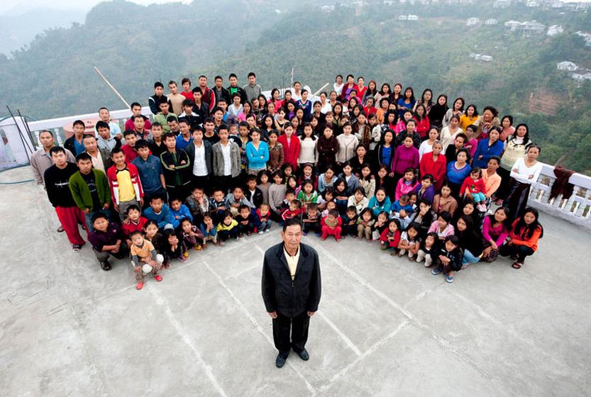中国 印度/齐奥纳一家的全家福。CFP印度最大的家庭