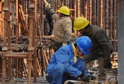 在中国的现实国情下,地方政府不可避免地承担了大量地方建设和发展职能,这一点在可见的将来难以改变。