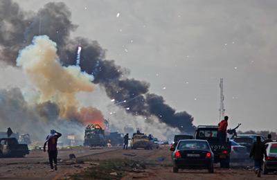 """在利比亚政府宣布停火但仍出现针对平民的军事行动后,以法国、英国、美国等国组成的""""盟军""""开始了对利比亚的干预。Syndication/CFP"""