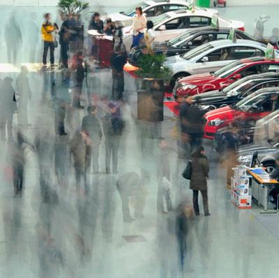 汽车业竞争主战场正转向中小城市。图为2011年3月12日,江苏淮安国际会展中心新春车展。贺敬华/CFP