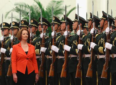 4月26日,北京人民大会堂举行仪式,欢迎澳大利亚总理吉拉德访华。这是她就任总理后首次访华,也使她成为近三年来首位访华的澳大利亚总理。Feng Li/Getty Images/CFP