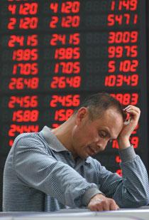 5月5日,沪深两市承接前几个交易日的低迷走势,低开震荡,沪市继续失守2900点。安新/CFP