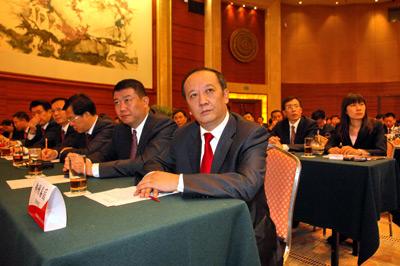 2009年10月30日,创业板首批公司在深圳举行敲钟上市仪式。神州泰岳董事长王宁正出席深圳证券交易所举办的诚信与规范讲座。雨歌/CFP