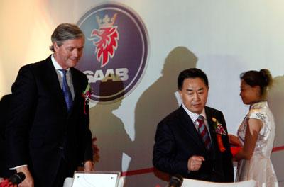 闪婚之后是闪离。2011年5月3日,世爵公司与成立仅11年的中国民营企业华泰汽车在北京签订了一份战略合作协议。根据协议,华泰汽车将以1.2亿欧元(约合10.9亿元人民币)收购世爵29.9%的股份。9天之后,双方就宣布分手。CFP