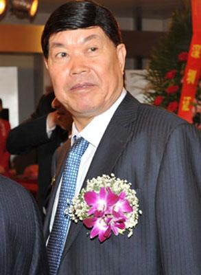 2011年5月20日,深圳,万昌科技董事长高庆昌在中小板上市仪式上。三天后的凌晨,高庆昌从淄博鲁信花园1号楼23层跳下。雨歌/CFP
