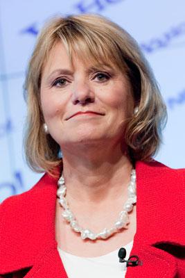 雅虎CEO巴茨努力保持微笑,很难相信她会是真的轻松。Daniel Acker/Bloomberg/CFP
