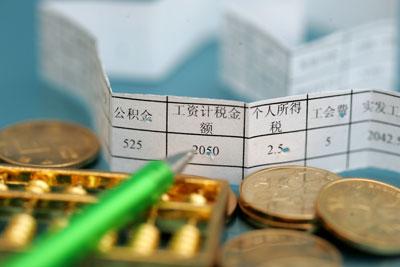 虽然本次改革并未落定,但是,从政府和人大透露出来的改革意愿,不要再奢望工薪个税免征额有大幅提高。高育文/CFP