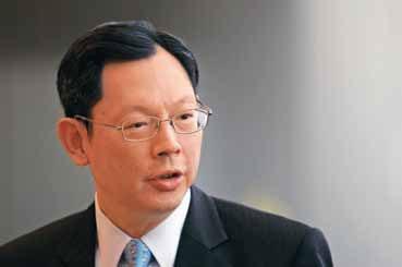 57岁的陈德霖自2009年出任香港金管局总裁以来,即肩负建设香港人民币离岸中心的重任。Dale de la Rey/Bloomberg/CFP
