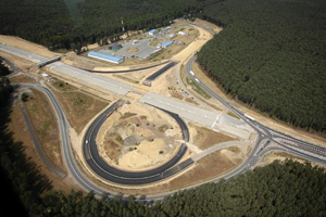 A2高速公路连接波兰华沙和德国柏林,是打通波兰和中西欧之间的重要交通要道。2009年9月,中海外以低价击败欧洲对手中标。