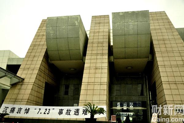 8月1日上午,动车追尾事故中部分遇难者遗体在温州殡仪馆火化。 财新记者/王晓庆 摄  _动车事故部分遇难者遗体火化