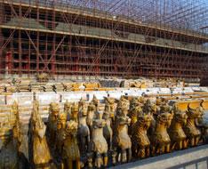 2006年12月21日,故宫博物院,自当年7月开始大修的故宫太和殿屋顶琉璃瓦拆卸完毕。图为从屋顶拆下的各种飞檐。