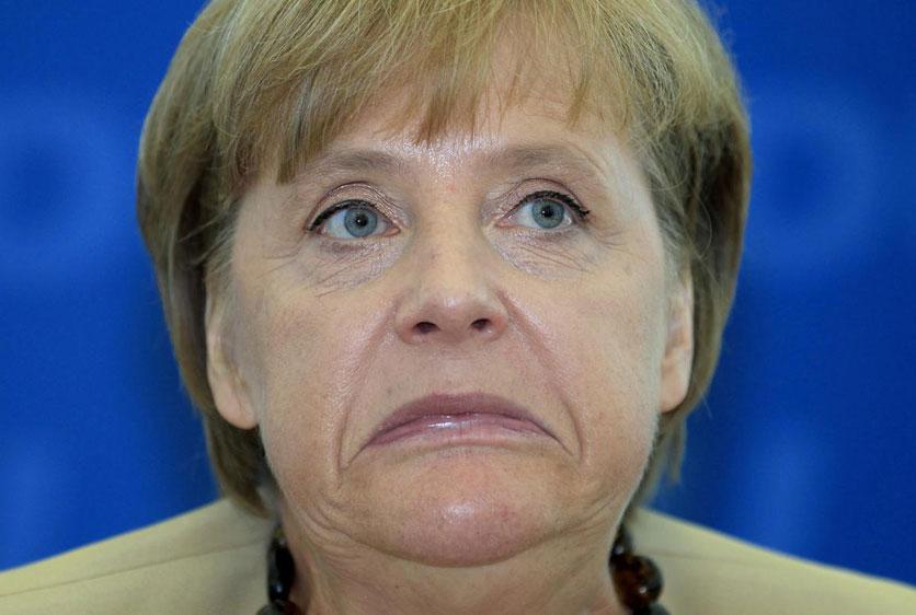 8月22日,柏林,德国总理默克尔在每周内阁会议开始前撇了下嘴.