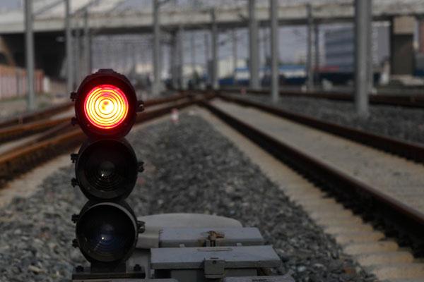 011年7月13日,高铁的信号灯。张大风/CFP _7·23事故怎样祸起信号?