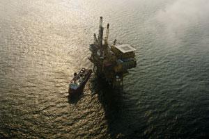 2011年7月11日,蓬莱19-3油田溢油事故C平台。