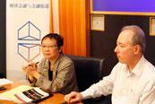 香港大学新闻与传媒中心总监陈婉莹与美国硅谷知名科技记者Dan Gillmor