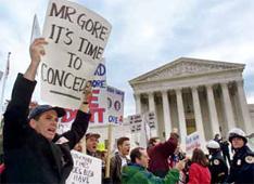 2000年12月1日,美国最高法院就总统选举计票争端举行听证会,这是美国历史上联邦最高法院第一次干预总统选举。