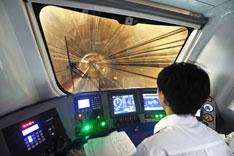 2012年9月12日,浙江省杭州市,地铁1号线全线按试运营时刻表开始试运行。