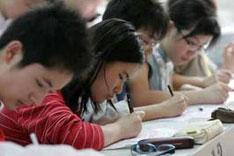 """不属于义务教育范畴的高中教育和相应的高考,始终没有对""""外地人""""真正打开大门。"""