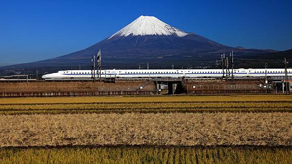 日本风景_列车外风景绝美的国家