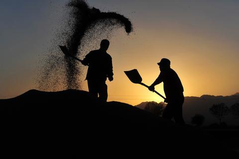 劳动力成本上升过快拖垮中国经济? 学者提出质疑