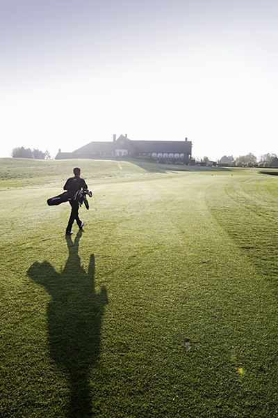 一天中何时打高尔夫最好?