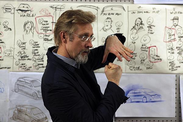 著名汽车设计师,前宝马设计总监克里斯·邦格图片