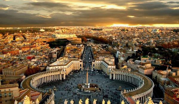 从穹顶鸟瞰圣彼得广场图片