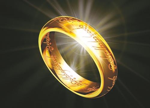 电影《指环王》海报,魔戒内侧镌刻的神奇咒语清晰可见