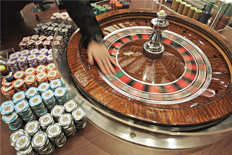 入股的澳博控股,美高梅中国和新濠国际发展;银河娱乐则由澳门新赌王