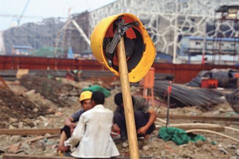 2006年8月31日,北京北辰西路旁,摩根中心停工的二期工地。 曲铮/CFP