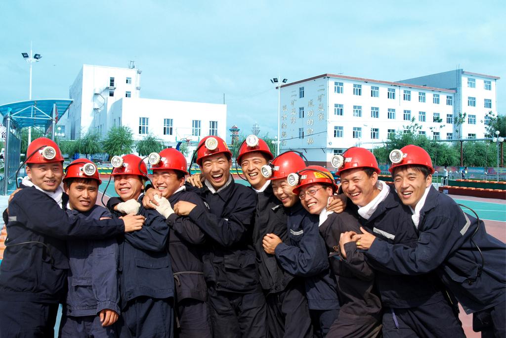 2008年6月24日,龙煤集团双鸭山东荣二矿,第一批分批到矿山的大学生们.