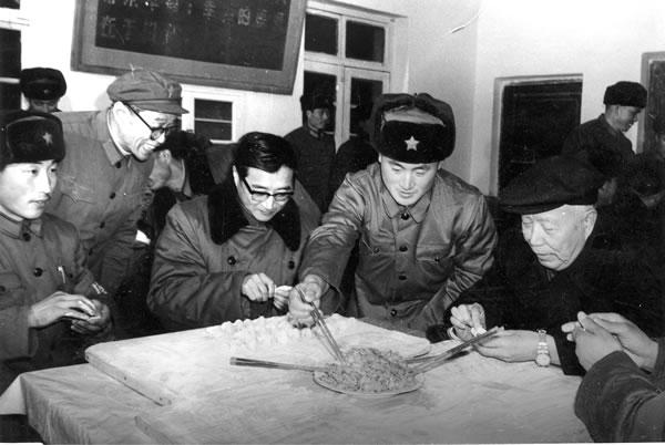 1984年2月1日(农历除夕),作者随万里到山东省长岛县慰问守岛驻军